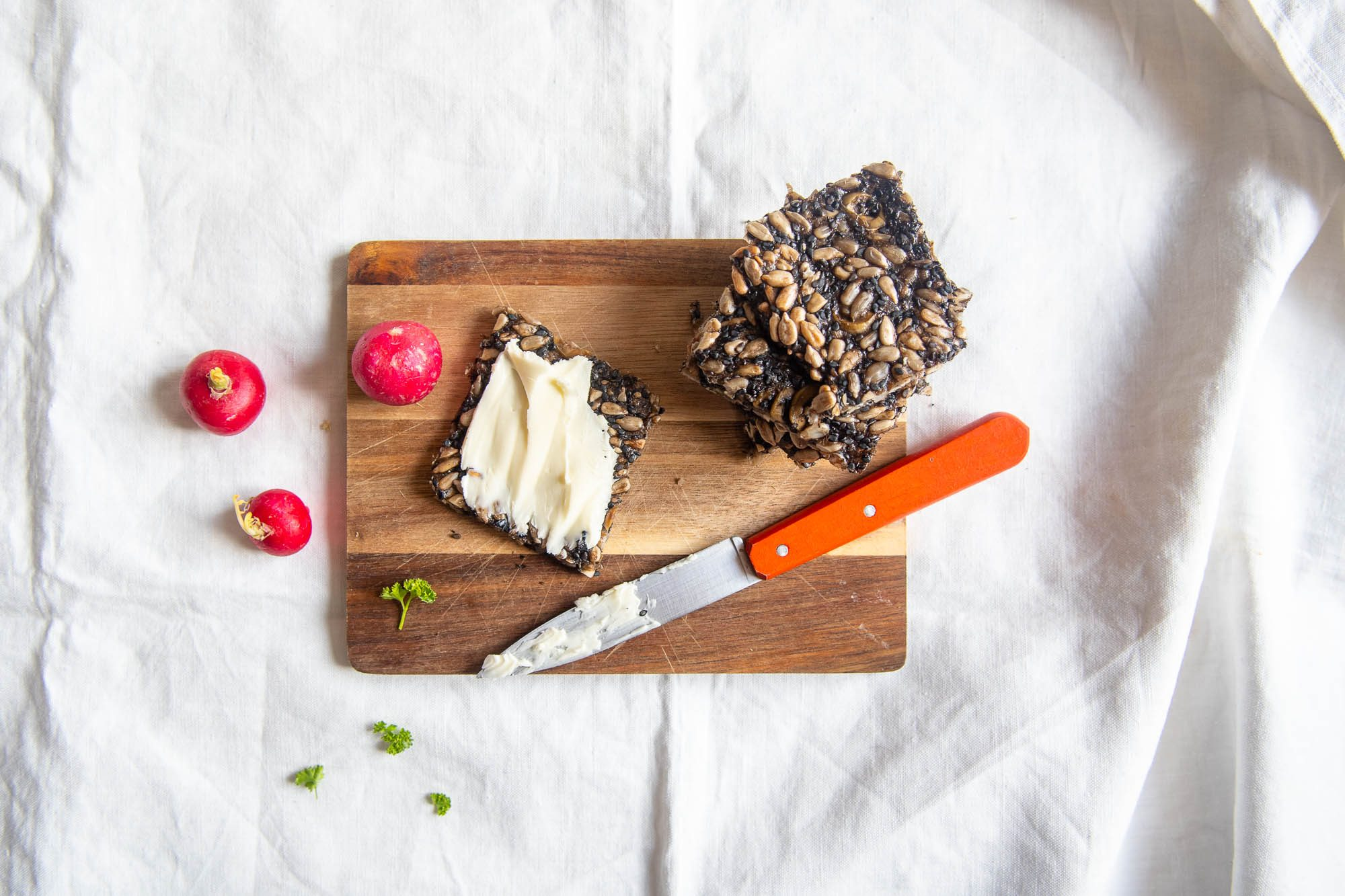 Crackers aux graines et aux olives (+ vidéo !)
